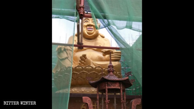 La statua del Buddha Maitreya