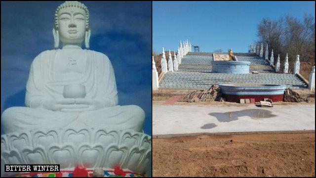 La statua del Buddha nel tempio di Qingyun