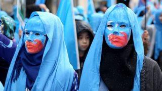 Amare il PCC e opporsi alle «ingerenze americane» nello Xinjiang