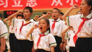 Giornata del bambino: i ragazzini devono lodare Stato e presidente