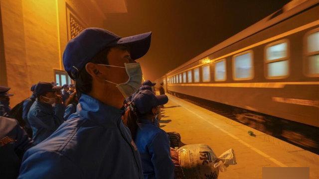 Lavoratori diretti verso lo Xinjiang settentrionale