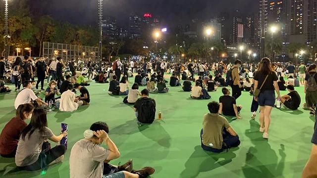 manifestanti democratici si riunita