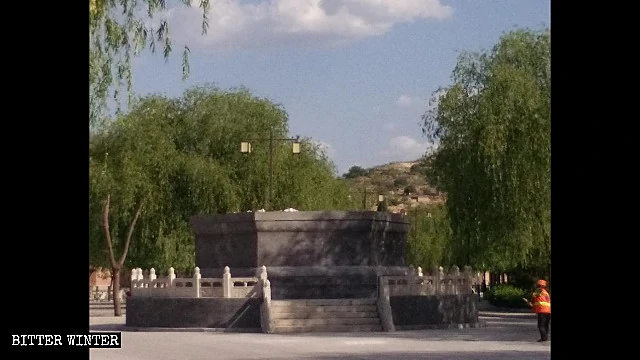 Il basamento della statua della Guanyin