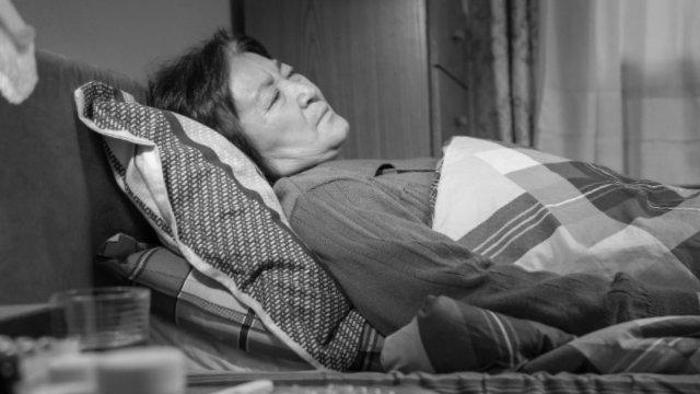 Un anziani cristiano allettati con gravi malattia