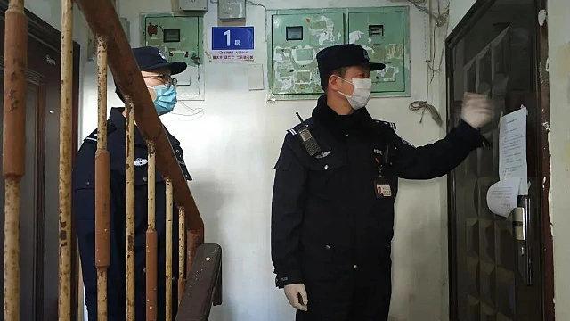 Gli agenti di polizia