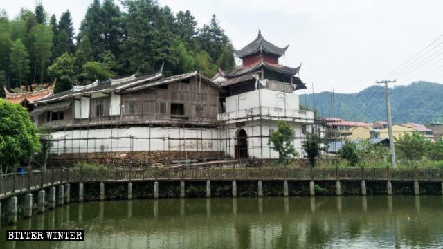 Il Taoyuan Cave Temple nel villaggio di Luokeng