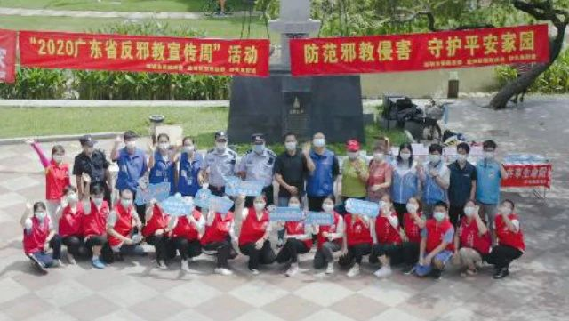 Partecipanti a un attività anti-xie jiao svoltasi in agosto