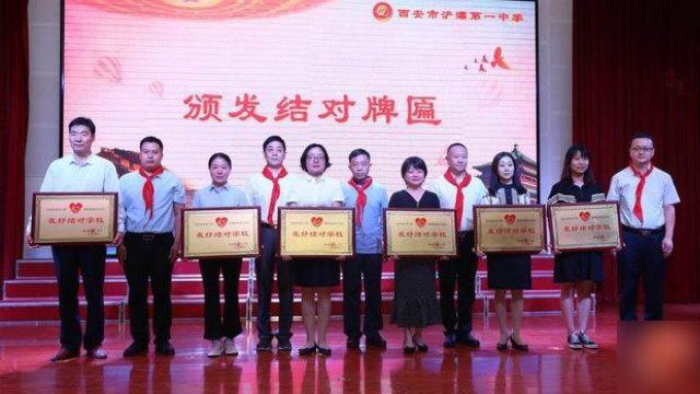Cerimonia per le famiglie assegnate agli studenti tibetani