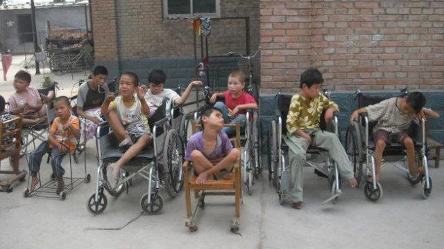 I bambini dell'orfanotrofio gestito da mons. Jia