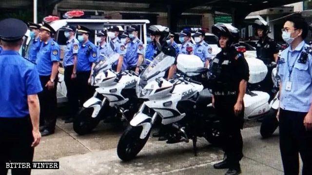 Poliziotti pronti per un raid
