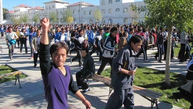 Studenti tibetani protestano contro la marginalizzazione della propria lingua