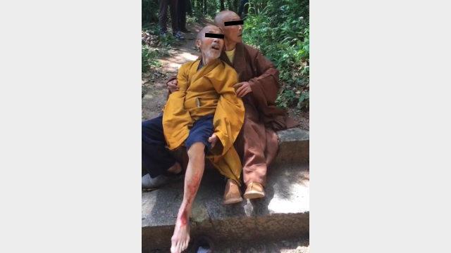 Un monaco buddhista è stato picchiato