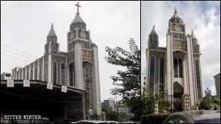I cristiani costretti a rimuovere le croci dalle chiese